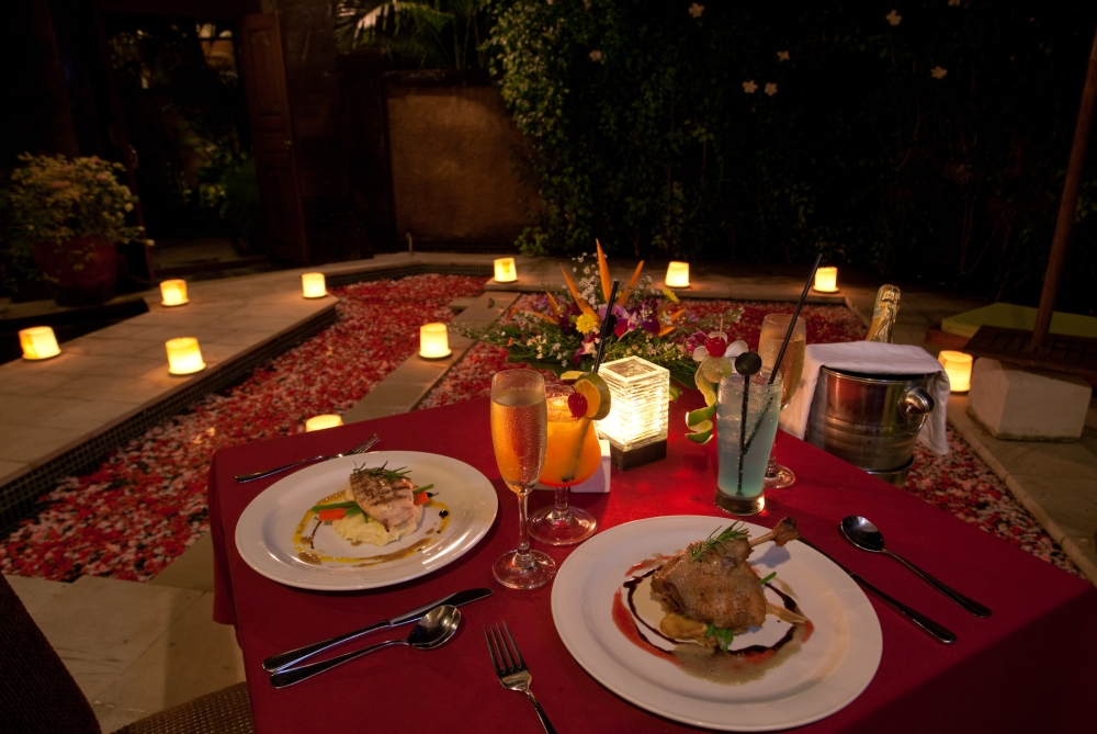 romantic dinner Mother's Day